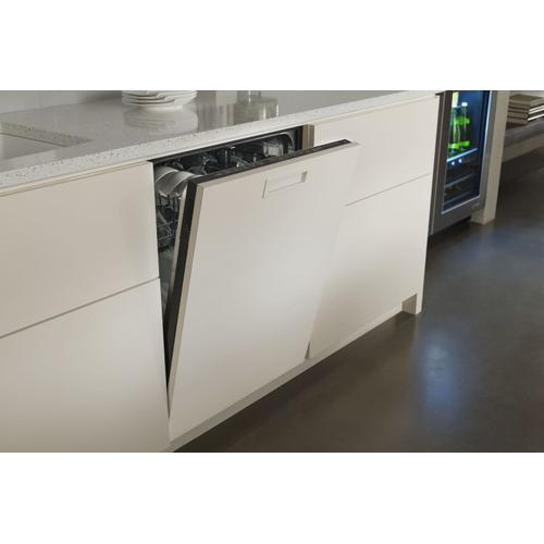 "Euro-Style 24"" Under Counter Beverage Center Stainless Steel"