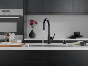 Matte Black Single Handle Pull-Down Kitchen Faucet with Touch 2 O Technology and Soap Dispenser Product Image