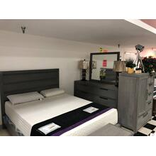 651 Queen Bed, Dresser & Mirror, Chest