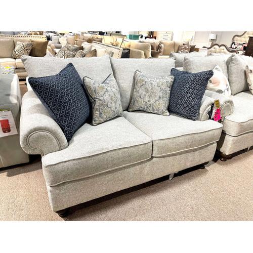 Bassett Furniture - Bassett Loveseat