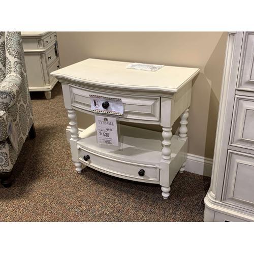 Windsor Lane Nightstands and Dresser