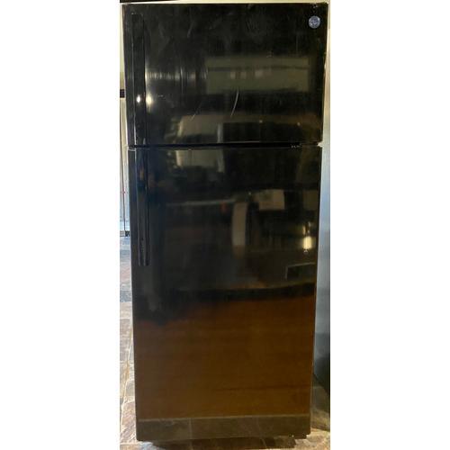 GE Appliances - GE® GTS18HGNRBB 17.5 Cu. Ft. Top-Freezer Refrigerator *Scatch/Dent on each side*