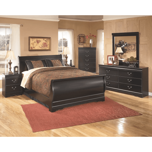 Huey Vineyard - Black - 7 Pc. - Dresser, Mirror, Nightstand & Queen Sleigh Bed
