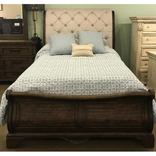 Trisha Yearwood Queen Bed