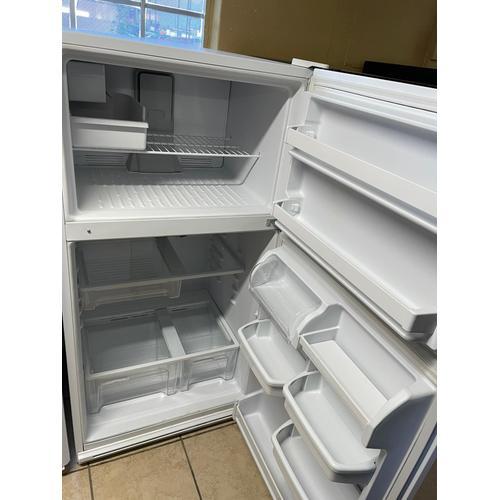 Treviño Appliance - Maytag Refrigerator