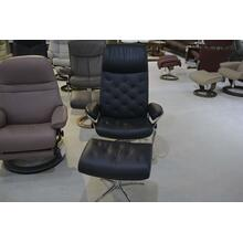 STRESSLESS METRO MEDIUM ARM CHAIR, STAR BASE, CHROME, LEATHER, RECLINE, SWIVEL, ERGONOMICALLY CORRECT, W/OTTOMAN.