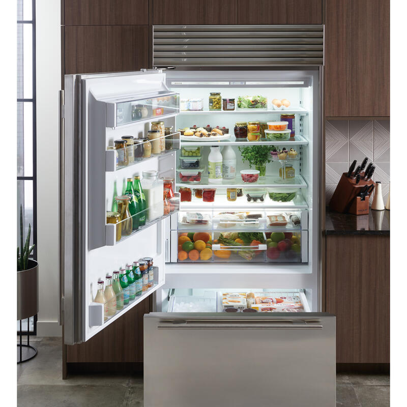 36%22%20Classic%20Over-and-Under%20Refrigerator%2FFreezer%20with%20Internal%20Dispenser