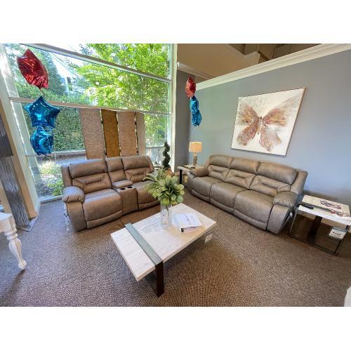 Homestretch - Enterprise Reclining Sofa & Loveseat w. Console
