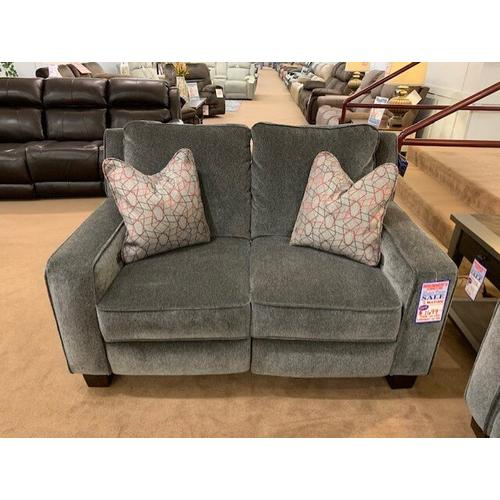 Southern Motion - 685 - West End - Power Headrest Loveseat with Pillows