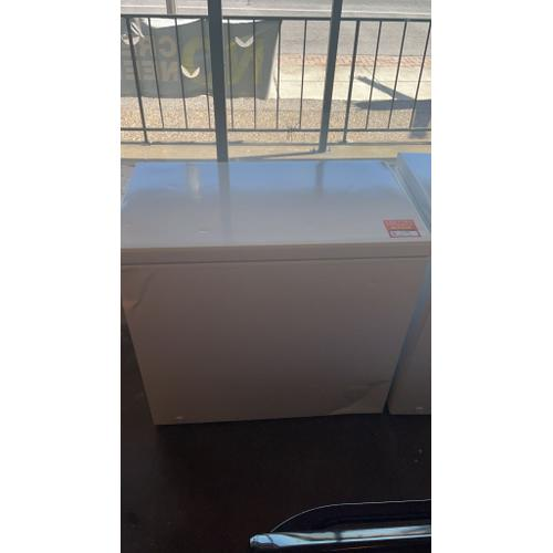 Treviño Appliance - Frigidaire Manual Defrost Chest Freezer in White