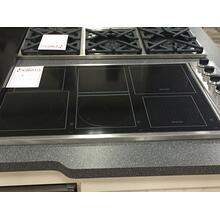 "36"" Induction/Radiant Cooktop with 2 MagneQuick Induction Elements, 4 QuickCook Surface Elements and Push-to-Turn Safety Feature: Black Glass and Knobs"