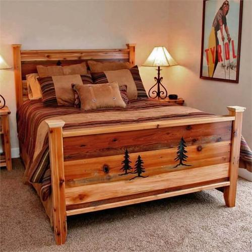 Thompson Lodge Collection - Barnwood Queen Bed With Pine Tree Engraving