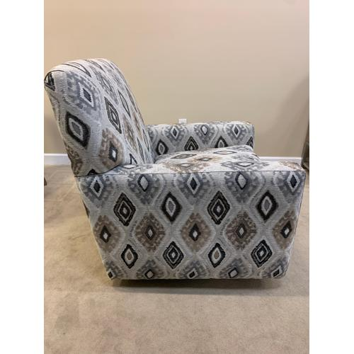 Craftmaster Swivel Accent Chair