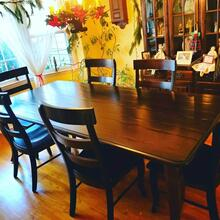 Shreveport Farmhouse Table with Savannah Side Chairs