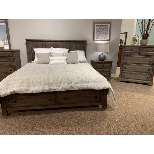Vaughan-Bassett - 106 Solid Wood King Bedroom Set